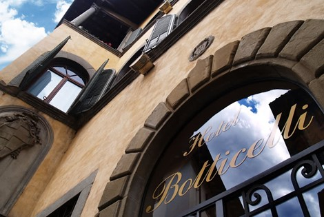 Our hotel is situated in a delightful 16th century building, a small Renaissance gem located in the historic center of Florence!